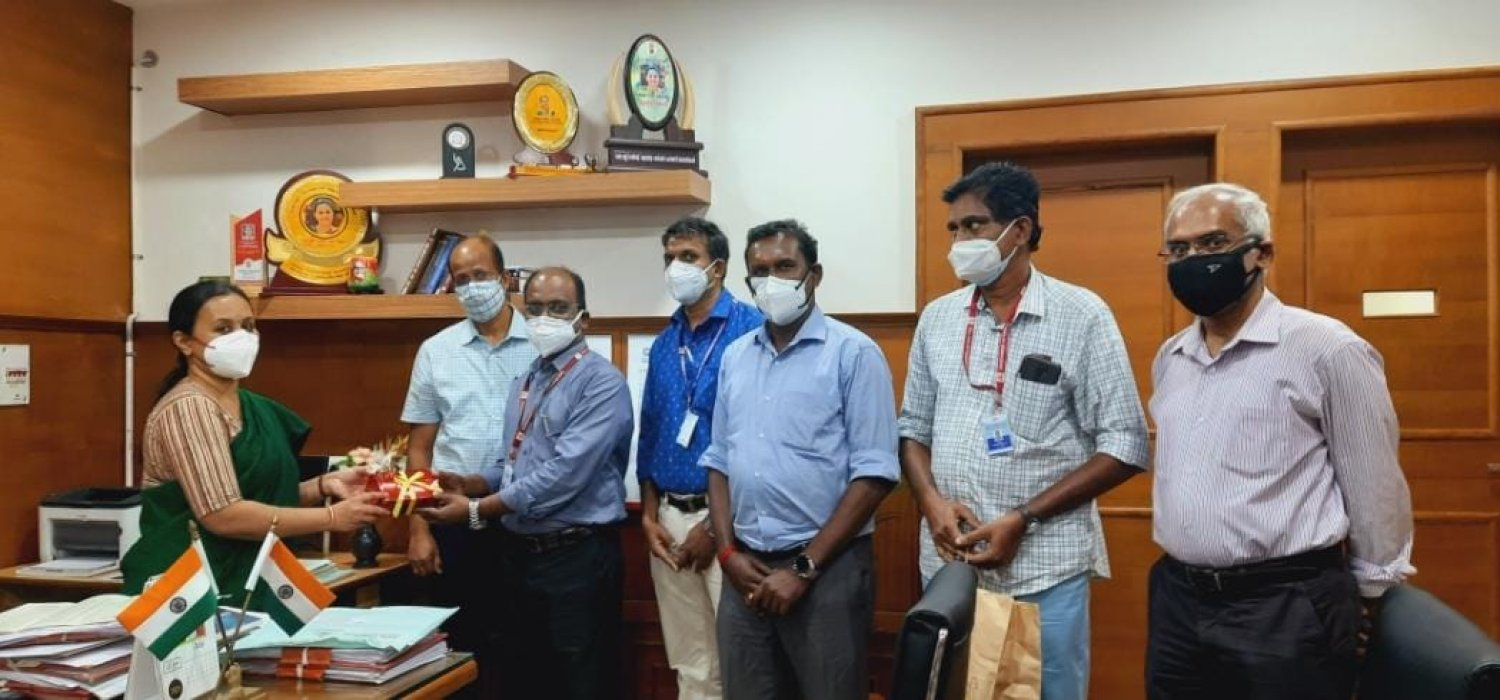 Pulse Oximeter developed by CET is handed over to the Kerala Health Department